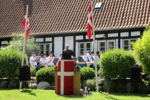 Grundlovsdag i Lyngå præstegårdshave.