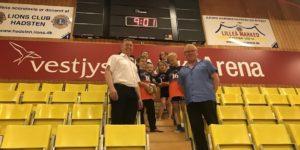 Lions Club i Hadsten støtter idrætten i det nye idrætscenter