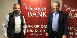 Vestjysk Bank forlænger hovedsponsorat og tager partner med