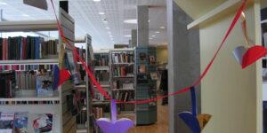 Gå på biblioteket i Café Sløjfen