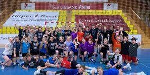 Hadsten Håndbold føler sig begejstret her i VestjyskBANK ARENA i Hadsten