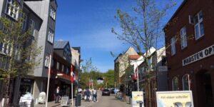 Butikkerne i Søndergade i Hadsten er ved at gøre klar