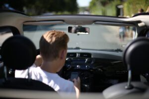 Over 800 sigtet for brug af håndholdt mobil under kørsel