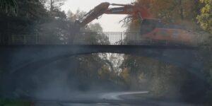 """""""OPDATERET"""" Nedrivningen af broen i Hadsten er afsluttet"""