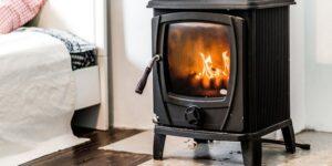 Nyt Nyt lovforslag: Nye boligejere skal skifte den gamle brændeovn