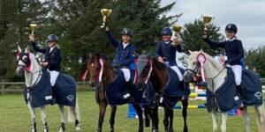 Ny sponsoraftale: Rideklub får håndsrækning til elevheste