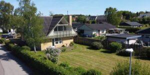 Til salg: Stor villa med central beliggenhed i Hadsten