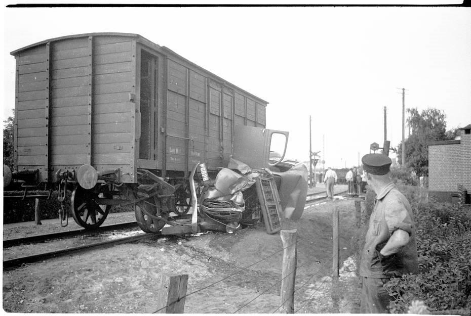 Lovpligtig Automobil-ansvarsforsikring blev indført for næsten 100 år siden – Pingvinnyt.dk