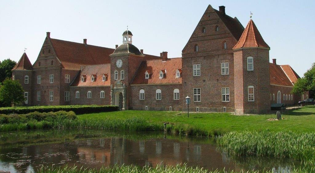 Hvorslev Kunstforenings forårsudstilling på Ulstrup Slot.