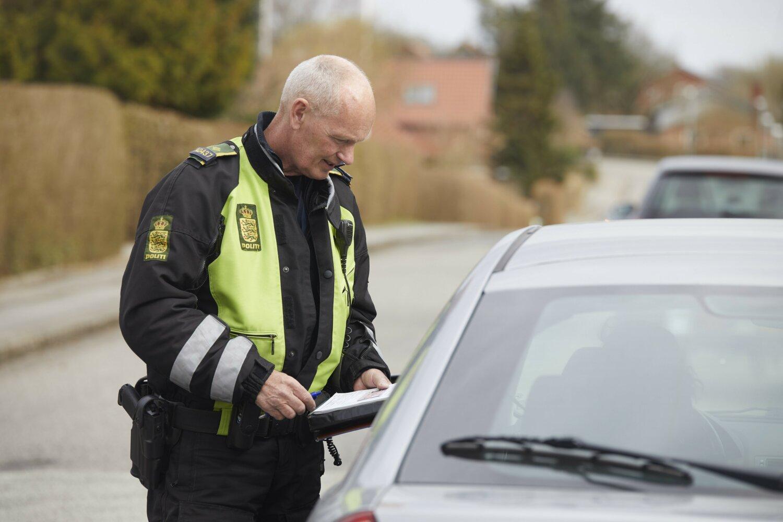550 fik bøder for at bruge mobiltelefon under kørsel