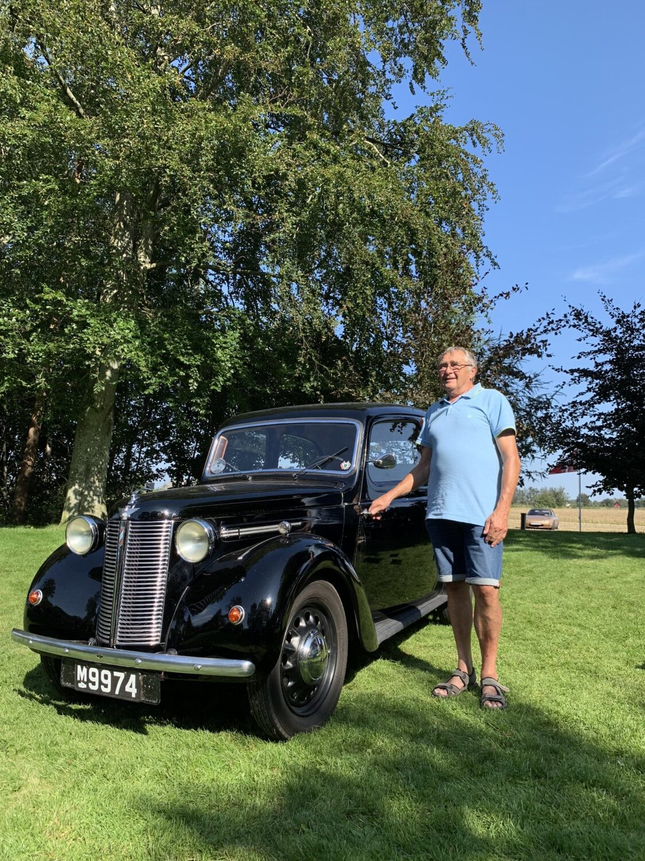 Den gamle Austin 8 fra 1939 står stadig helt originalt