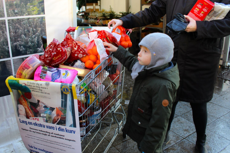 Pressemeddelelse :  Lions i Hinnerup indsamler mad til trængte familier