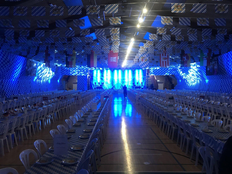 I weekenden afholdt Hadsten Håndbold for 5.gang Hadsten Bierfest, hvor over 700 gæster havde en fantastisk tyroler-fest ivestjyskBANK Arena - Hadsten:)