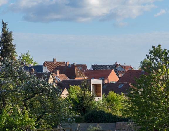 Stigende salg presser boligpriserne op på højeste niveau i 10 år