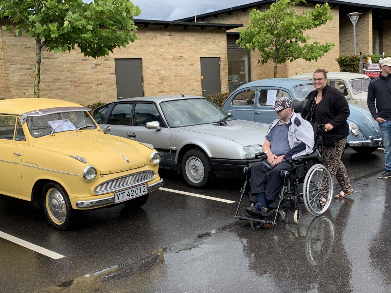 Gamle køretøjer bringer minderne frem - på Møllegården i Hadsten