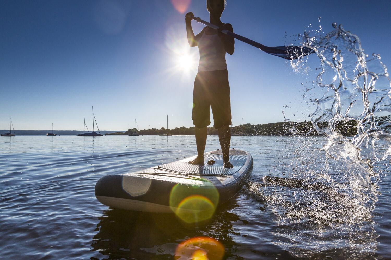 Et SUP-board bliver som et badedyr i fralandsvind